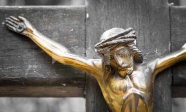 """Crocifisso in classe, da Assisi un appello: """"Non lo si tolga"""""""