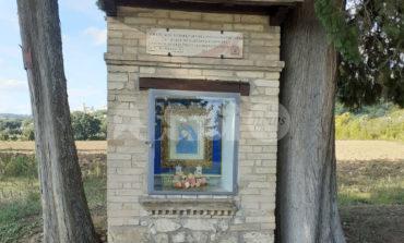 Maestà della via Francesca restaurata dopo i vandalismi estivi (foto)
