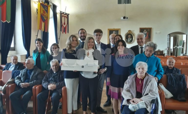 Arte e solidarietà, per la casa di riposo raccolti 7.000 euro (foto)
