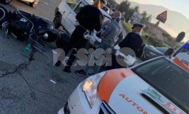 Scontro fra auto e scooter a Santa Maria, due feriti lievi