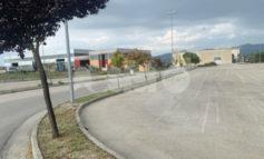Tombini asfaltati ed erbacce incolte, la giunta di Assisi risponde