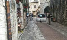 """La ZTL ad Assisi vale per tutti? Non per i """"furbetti del lunedì"""" (FOTO)"""