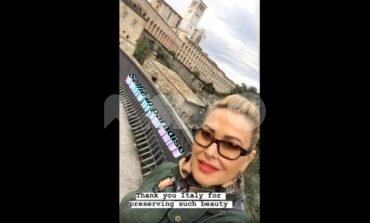Anastacia ad Assisi: la cantante americana affascinata dalla città serafica (foto+video)