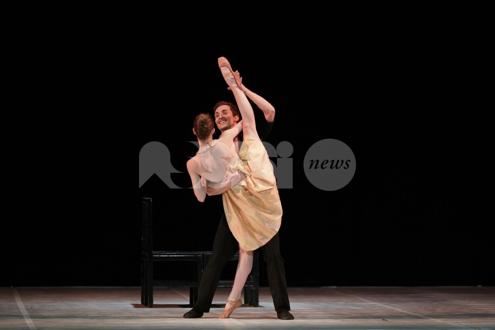 La vie en rose... Boléro sul palco del Lyrick di Assisi