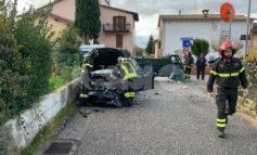 Scontro motocarro e auto, due feriti in ospedale (foto)