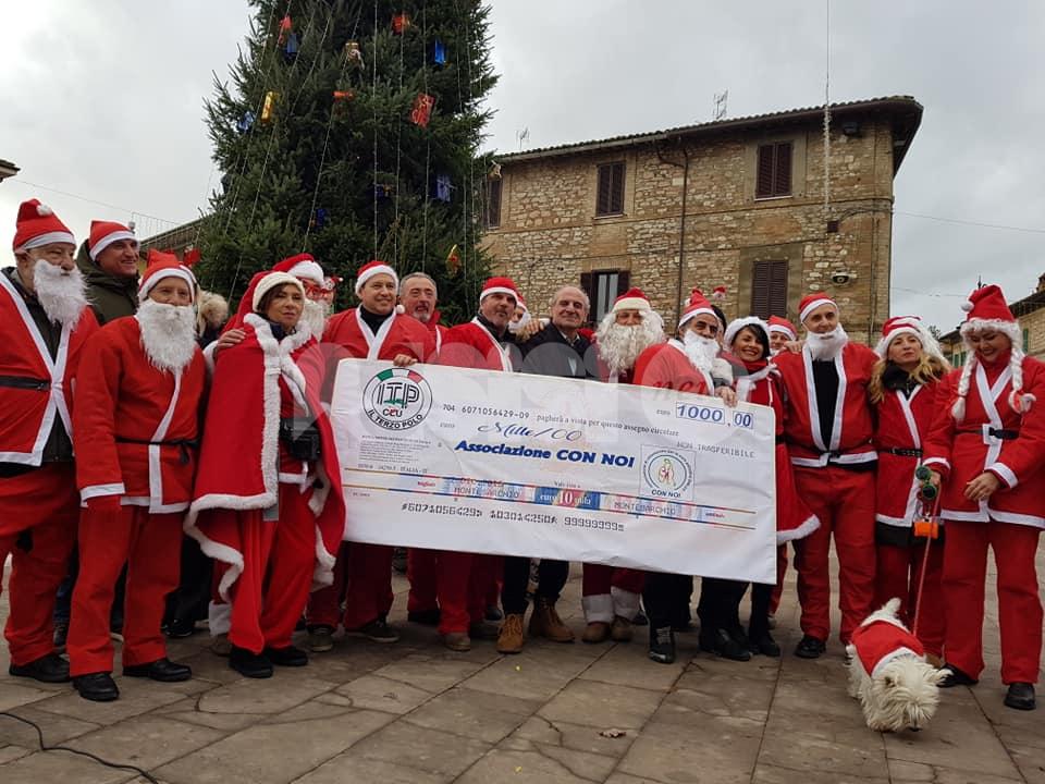 La leggenda dei 100 Babbi Natale 2019, solidarietà e lambrette ad Assisi