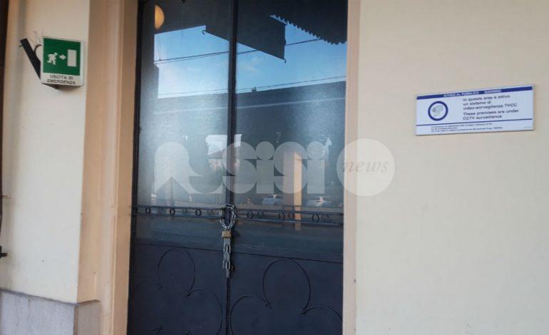 Sala d'attesa della stazione di Assisi chiusa da due mesi, senza motivo