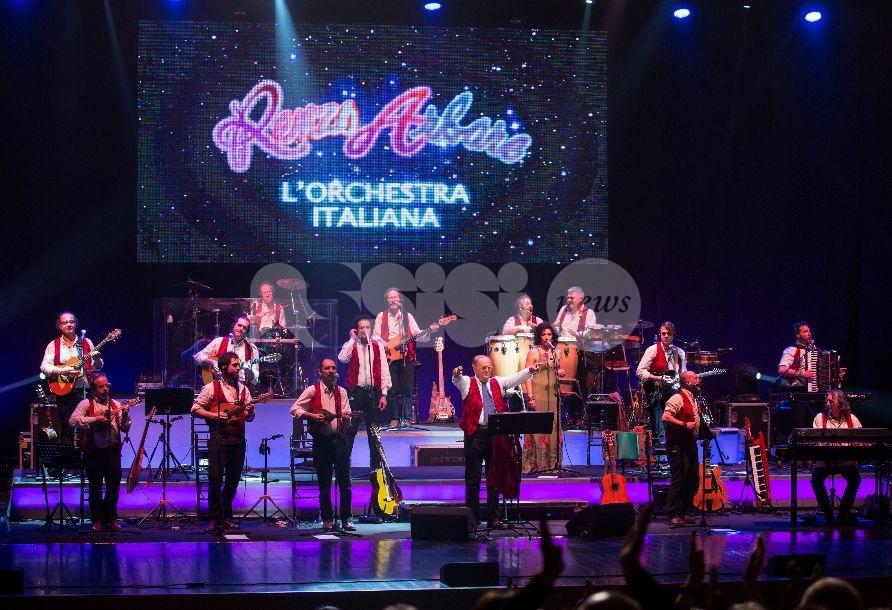 Renzo Arbore e l'Orchestra Italiana: melodie, ricordi e grandi canzoni sul palco del Teatro Lyrick