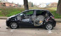 Auto distrutta a Bettona, si cerca l'ignoto responsabile - la foto