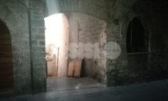 Sparita la porta in via Sant'Agnese: il Comune conferma, era abusiva (foto)