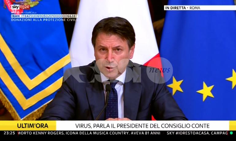 """Giuseppe Conte: """"Chiudiamo in tutta Italia ogni attività produttiva che non sia strettamente necessaria"""""""