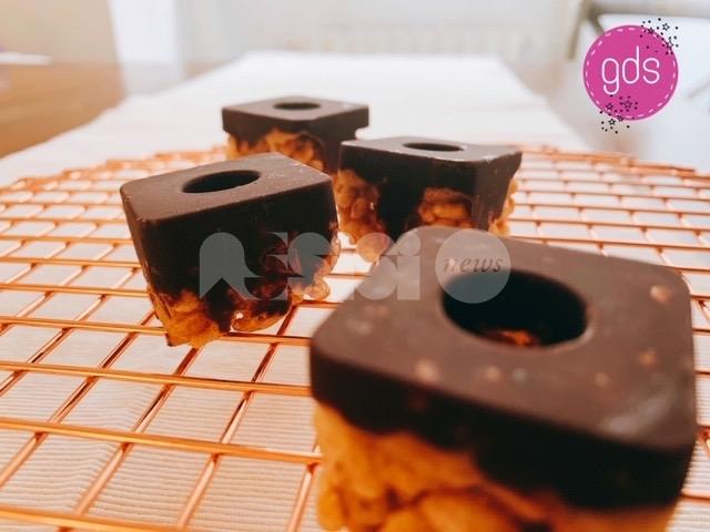 Semplice delizia con riso soffiato, Mars e cioccolato fondente: ingredienti, ricetta e preparazione