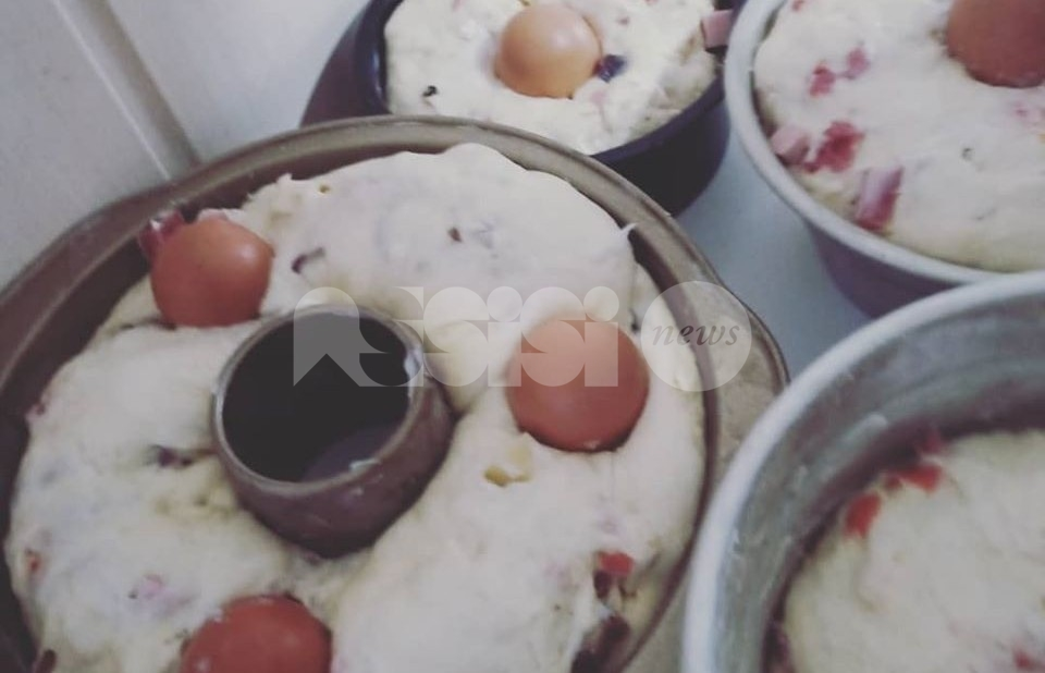 Casatiello, la ricetta facile e semplice: ingredienti e preparazione