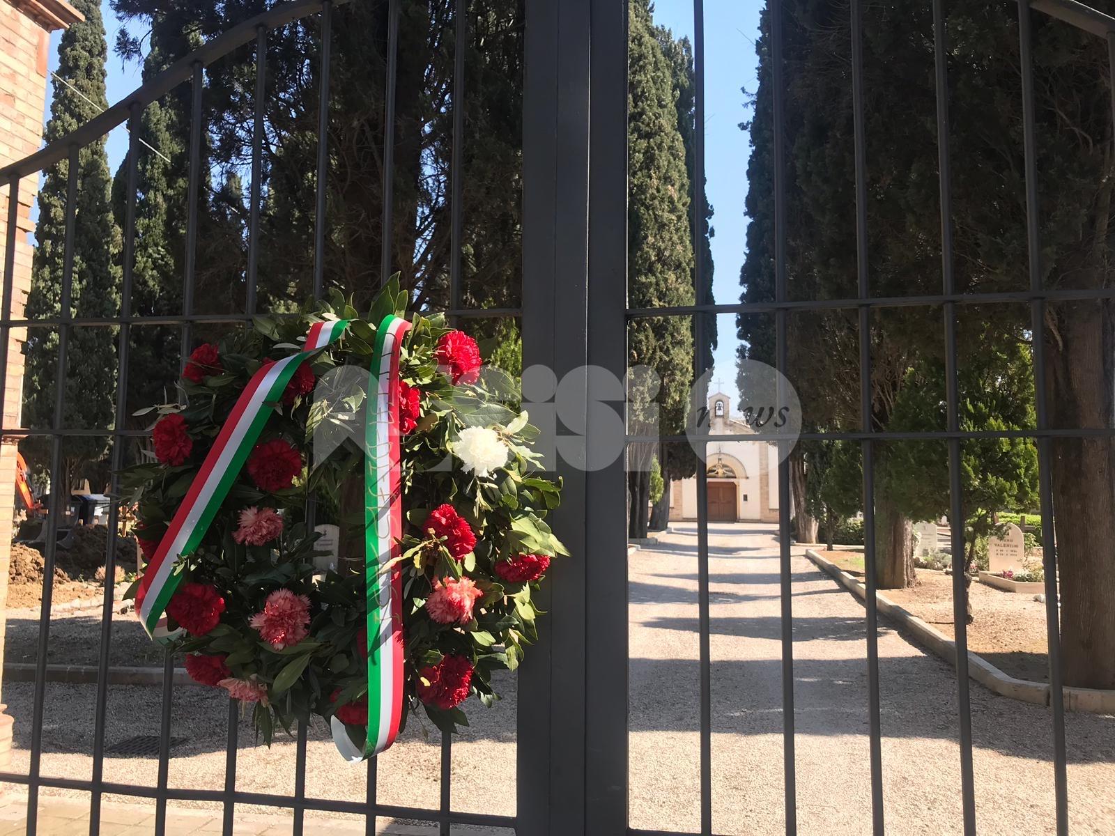 I Comuni di Assisi e Bastia non dimenticano i defunti: ghirlande e olivi a nome dei cittadini