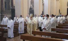 """Santa messa crismale, Sorrentino: """"Anche la Chiesa abbia un nuovo slancio in questa Fase 2"""""""