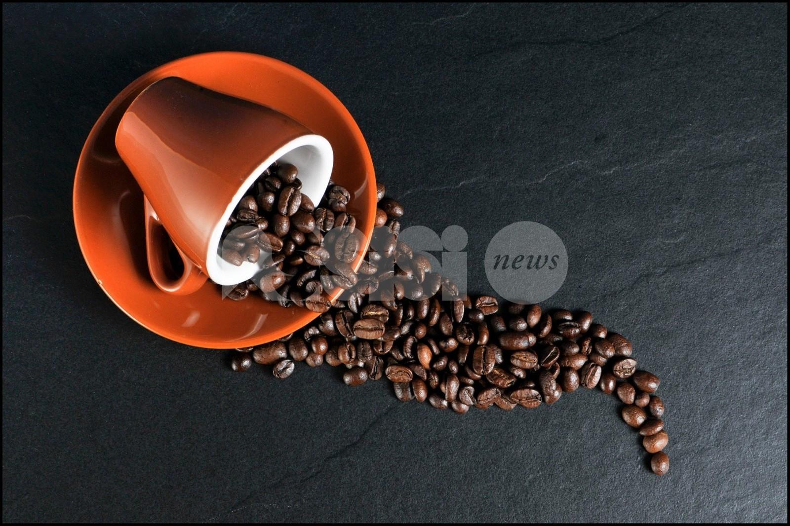 Lascia 20 euro per un caffè e rifiuta il resto: anche ad Assisi il virus della generosità