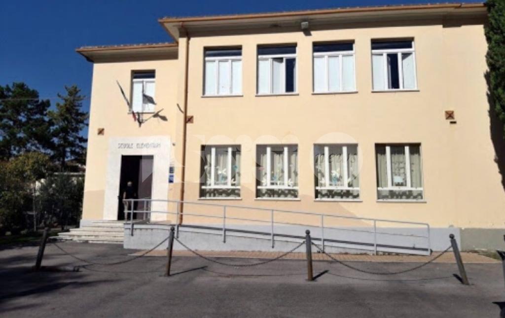 Scuola di Castelnuovo, Scelgo Assisi sostiene le richieste dei cittadini