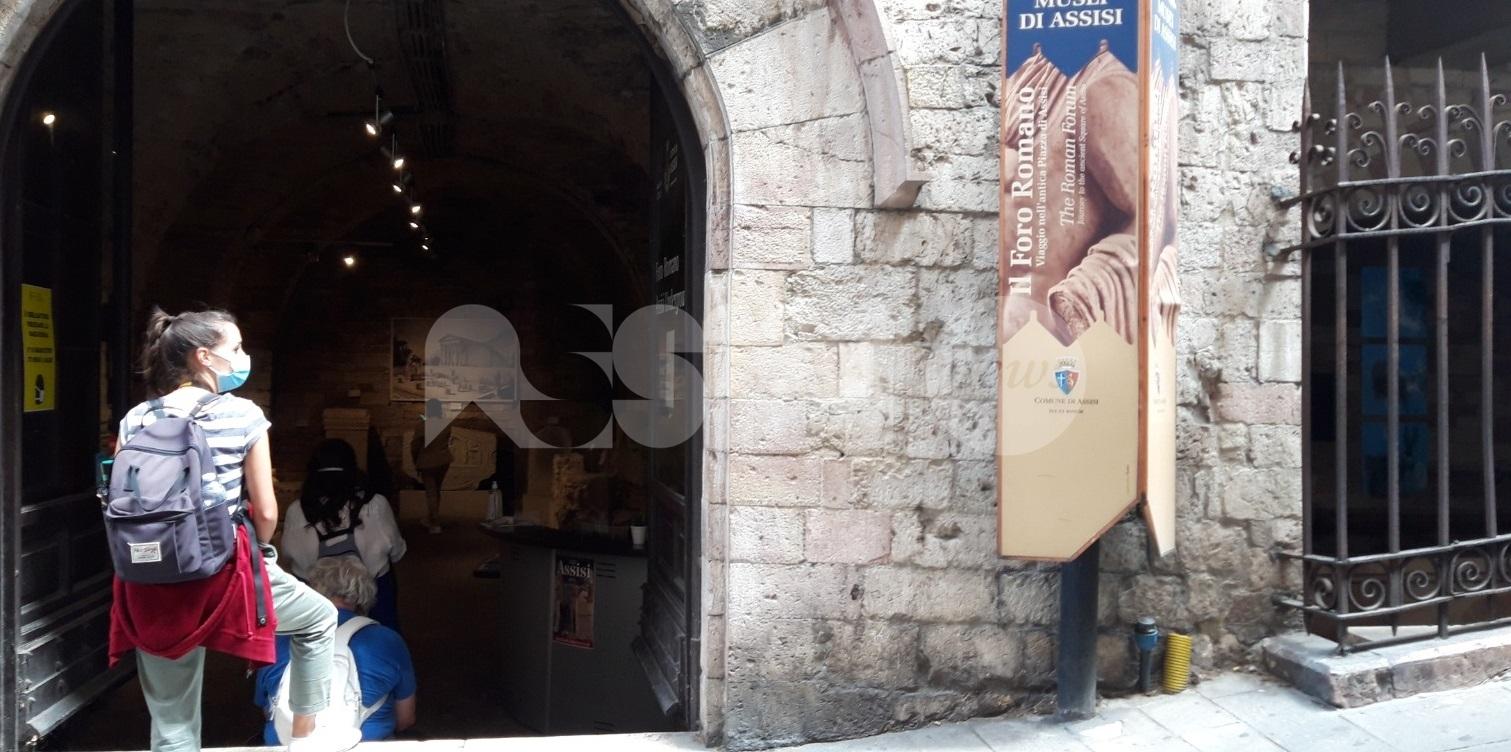 Foro Romano ad Assisi, ripartenza in sicurezza. Nel centro storico tavolini all'aperto e cambi alla ztl