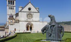 Eldorato, coperte termiche sulle porte della Basilica Superiore di San Francesco