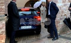 Papa Francesco a Spello prima di Assisi: visita privata alle Clarisse (foto)