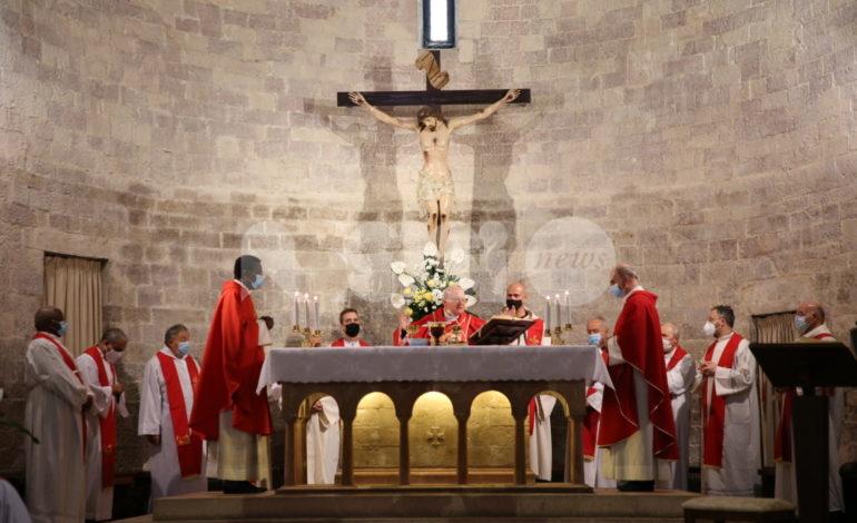 Monsignor Marcello Semeraro in visita alla tomba del Beato Carlo Acutis