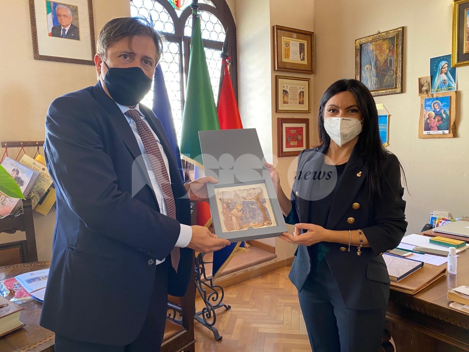 Il vice ministro Pierpaolo Sileri ad Assisi: ricevuto da sindaco e assessore