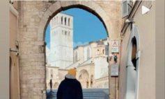 Giuliano Sangiorgi ad Assisi: visita a San Francesco per il leader dei Negramaro (foto+video)