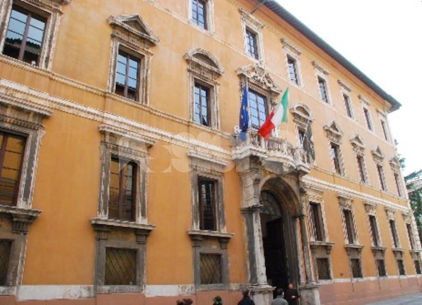 Regione Umbria, nuova ordinanza: dal 6 marzo scuole ancora chiuse, coprifuoco alle 22 e alcuni negozi chiusi da sabato pomeriggio a lunedì