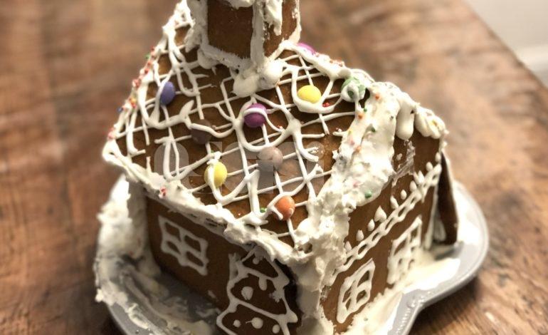 Casetta di pan di zenzero da assemblare: ricetta e preparazione