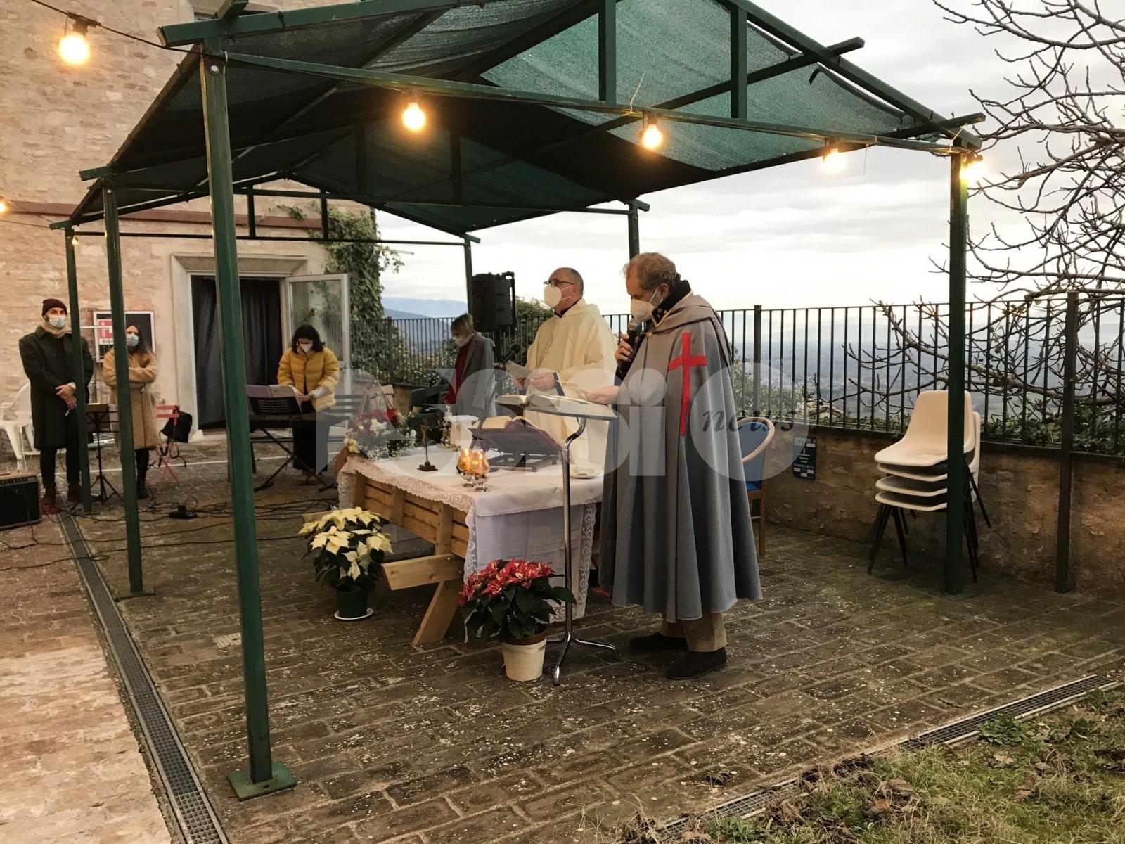 Casa di Riposo Andrea Rossi, Natale tra pacchi dono e messa (foto)