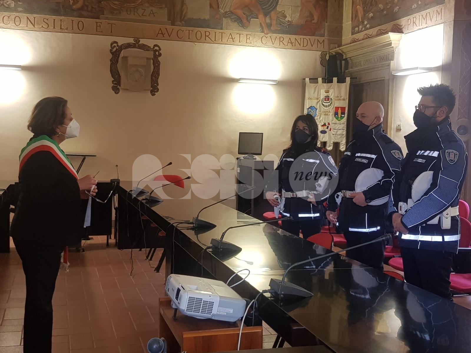 Encomio solenne per tre agenti della polizia municipale di Bastia Umbra (foto)