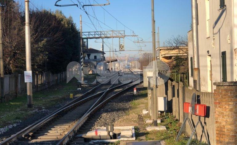 Investimento mortale alla stazione di Bastia Umbra, indagini in corso. Ripresa la circolazione – foto