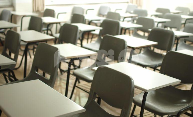 Riapertura delle scuole slittata all'11 gennaio; in arrivo nuovi parametri per le zone arancione e rossa