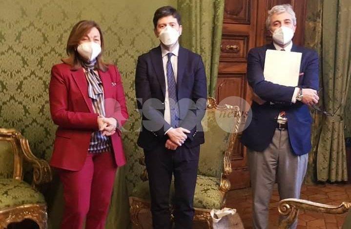 """Coronavirus, il ministro Speranza in Umbria: """"Lavoro prezioso sulle varianti"""" (foto+video)"""