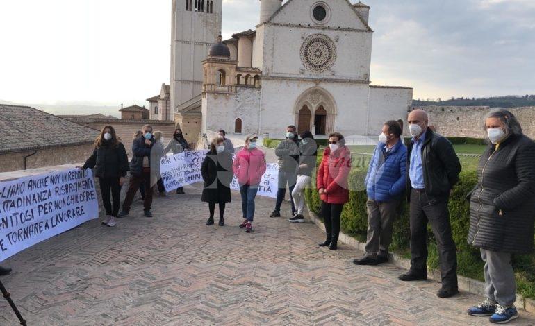 #NoiDimenticati: nuova protesta ad Assisi, 'collegate' anche Loreto e Cascia