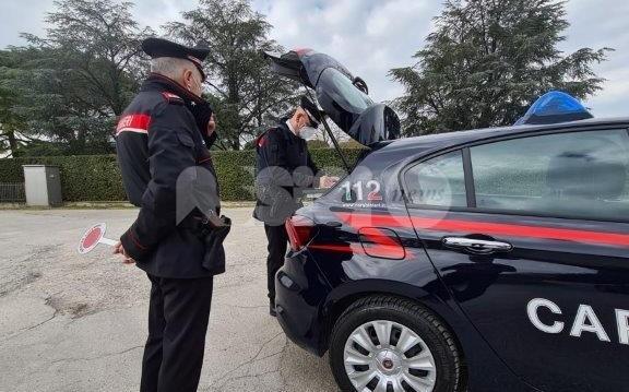 Violenze su moglie e figlia, i carabinieri allontanano da casa un 74enne