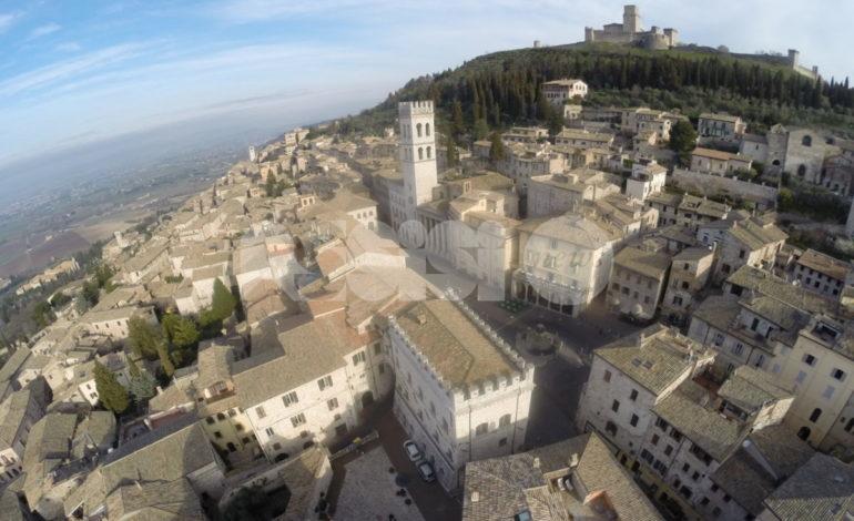 Tavoli all'aperto, cambia la viabilità ad Assisi centro e Santa Maria