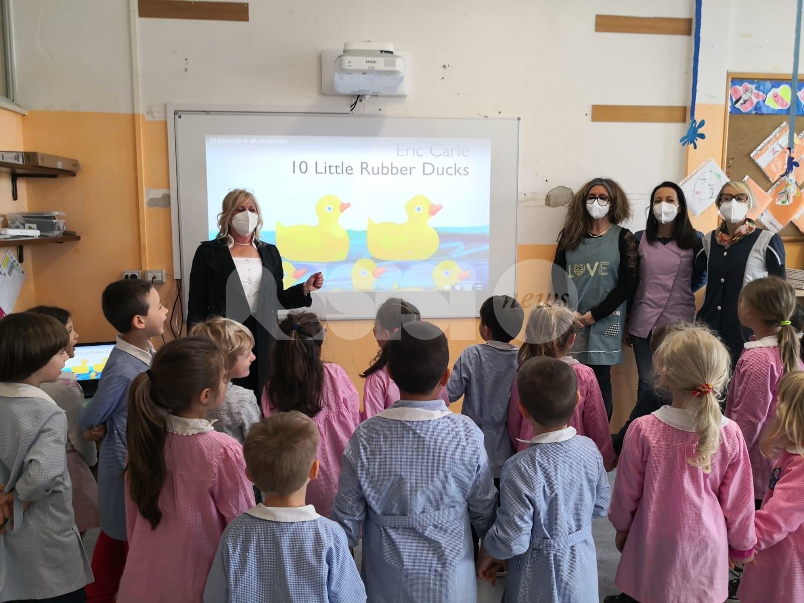 Lavagne elettroniche per i bambini della scuola d'infanzia Rinascita
