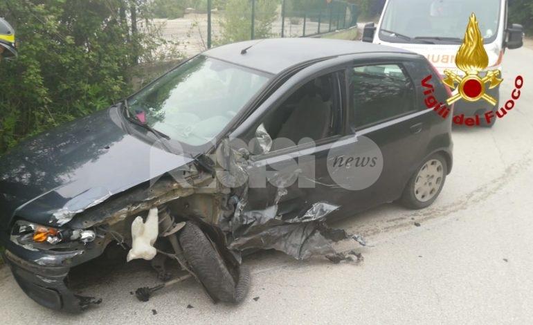 Auto contro camion a Ferriera di Torgiano, un ferito in ospedale