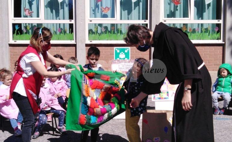 Rinascita di Assisi, da riciclo e recupero nasce una coperta per la Caritas