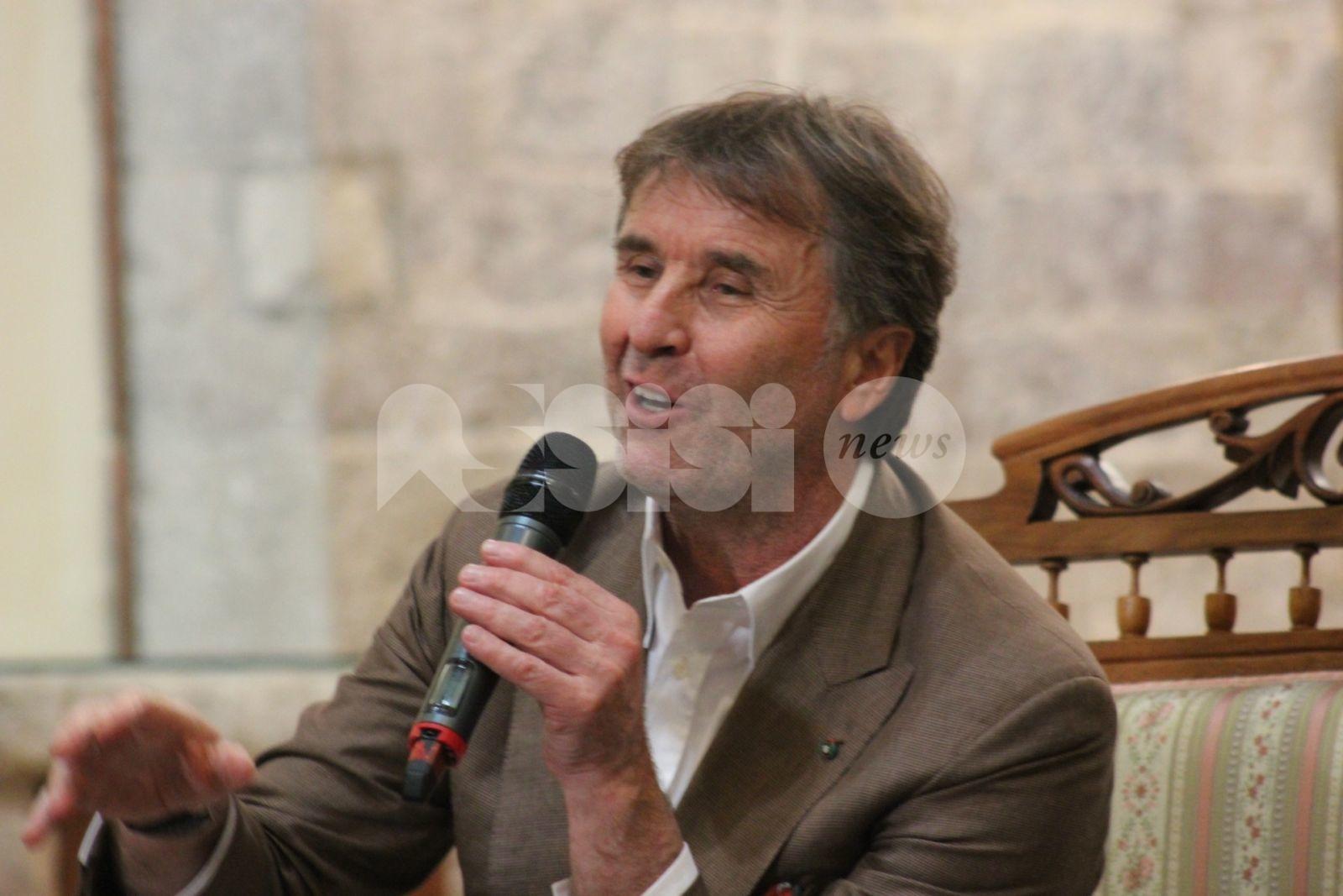 Spogliazione di San Francesco, Brunello Cucinelli realizza un foulard