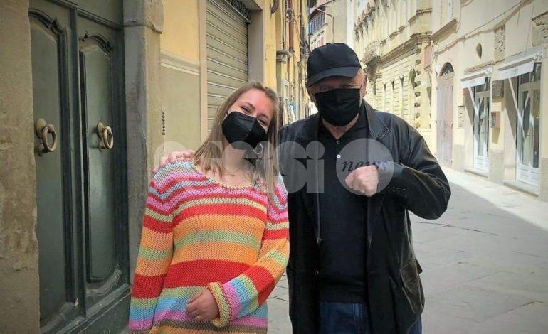 Anthony Hopkins in vacanza a Cortona: shopping con la moglie