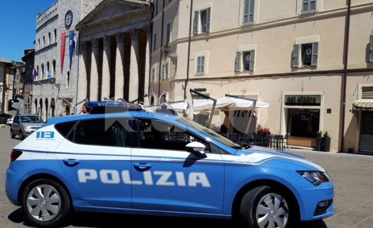 Atti contrari alla pubblica decenza e grida davanti a una chiesa: maxi multa ad Assisi