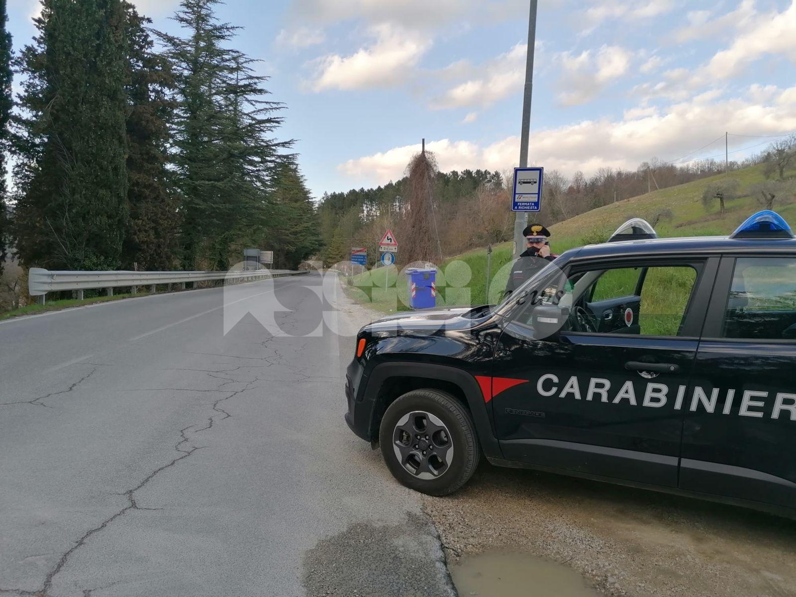 Tenta di prendere a pugni un carabiniere, arrestato 50enne