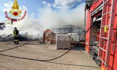 Incendio in ditta a Bastia Umbra, pompieri in azione (foto-video)