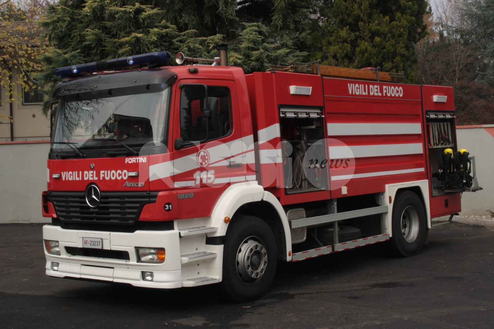 Trattore ribaltato a Bettona, pompieri e ambulanza sul posto