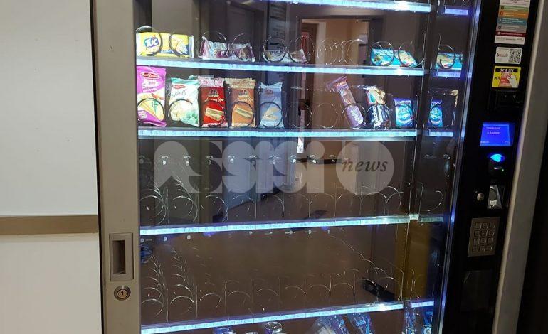 Bottigliette d'acqua assenti nei distributori dell'ospedale, nuova segnalazione