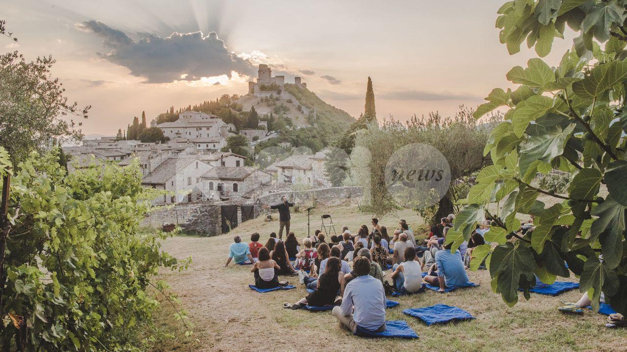 """Eventi estivi, FdI Assisi all'attacco: """"Che stagione è senza musica, teatro e mostre?"""""""