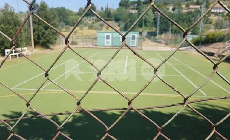 """Campo sportivo di Viole chiuso ai giovani, """"Tolte anche le porte da calcio"""""""