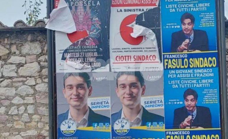 """Manifesti di @Sinistra vandalizzati: """"Atto grave, le idee non si fermano"""""""
